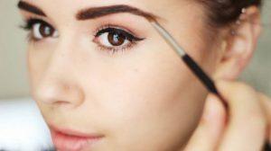 Cuando el lápiz para ceja no es suficiente: cosméticos innovadores para el maquillaje de cejas